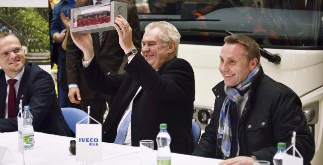 Чешкият президент посети завода на Iveco Bus във Високоe Мито