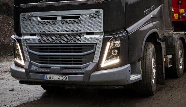 Volvo FH с нова усилена броня за тежки условия