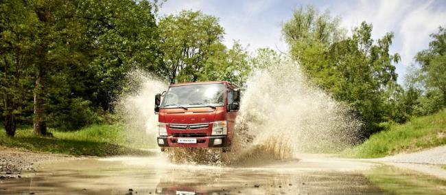 Fuso Canter с награда Light Truck of the Year 2015