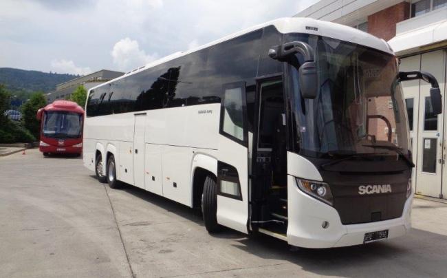 Скания България достави два триосни автобуса Scania Touring