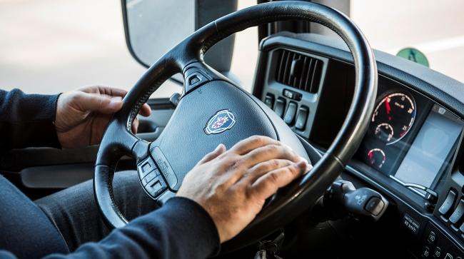 11 правила за икономично шофиране от Scania