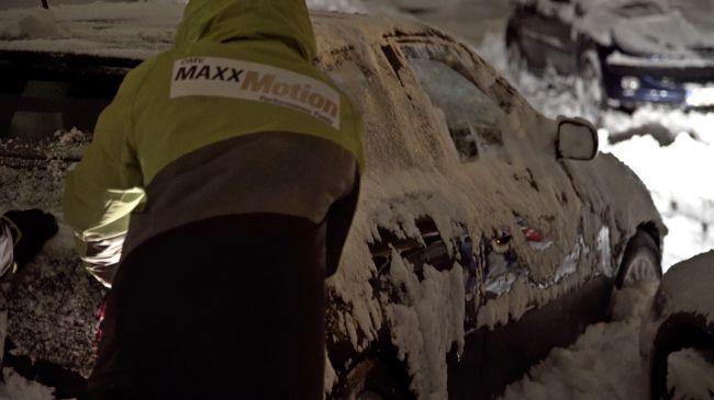 Служители на OMV почистиха 150 случайни автомобила