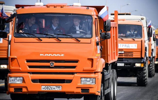 Зад волана на КамАЗ, Путин откри Керченския мост