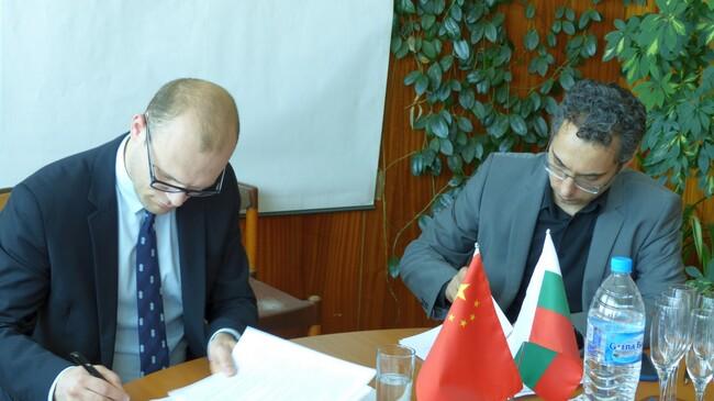 Подписан е договорът за доставка на 22 метанови автобуса YUTONG за София