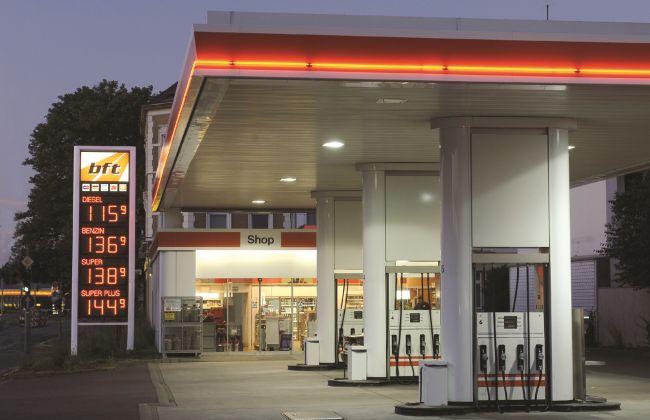 Сухото време опразни бензиностанциите в Германия