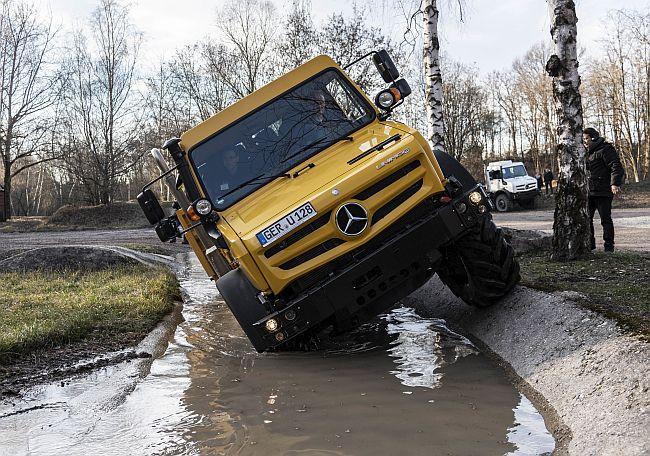 Високопроходимите автомобили на Merzedes-Benz - Zetros и Unimog (видео)