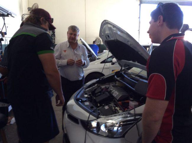Нова специалност: ремонт на е-автомобили