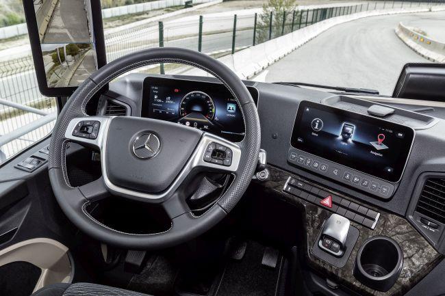 Новият Actros - камион като S класа (видео от драйв тест)