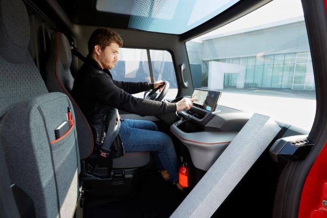 Renault влиза в бъдещето с 3 концептуални автомобила