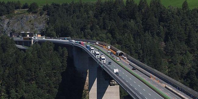 20 км опашка от камиони в Тирол