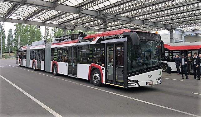 Solaris представи мегатролейбуса Trolino 24