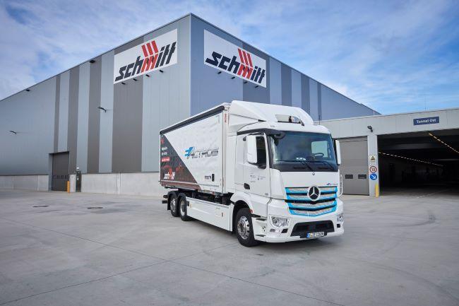Mercedes-Benz eActros работи в Logistik Schmitt