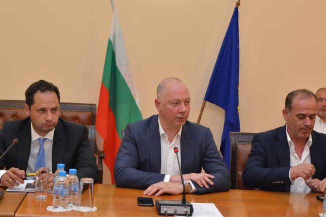 Министър Желязков ще следи регулирането на сервиза и регистрацията на МПС