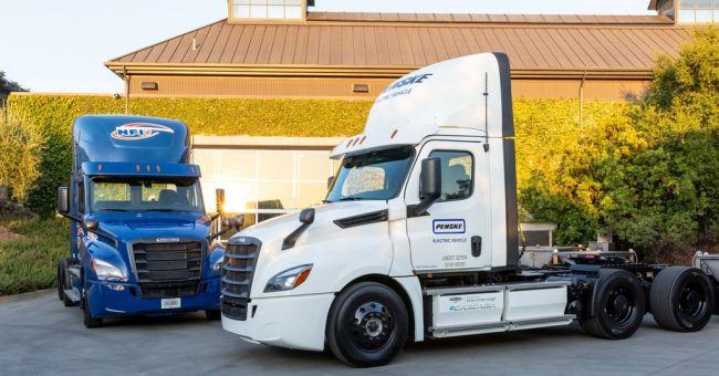 Първите 2 Freightliner e-Cascadia започват работа