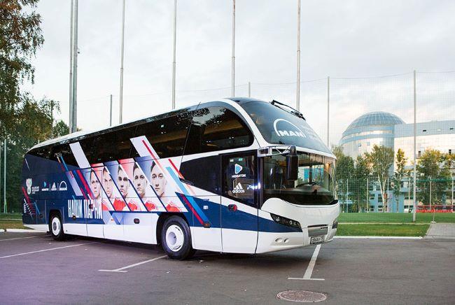 Футболният тим на Русия се качи на NEOPLAN Cityliner