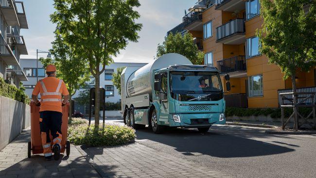 Volvo Trucks стартира продажбите на електрическите FL и FE