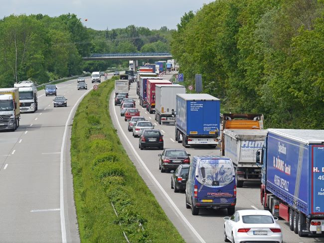 И Долна Саксония отменя неделната забрана за камиони