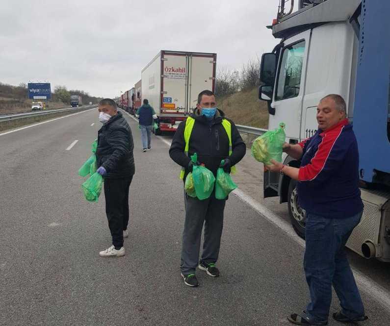 СМП помогна на шофьорите по границите