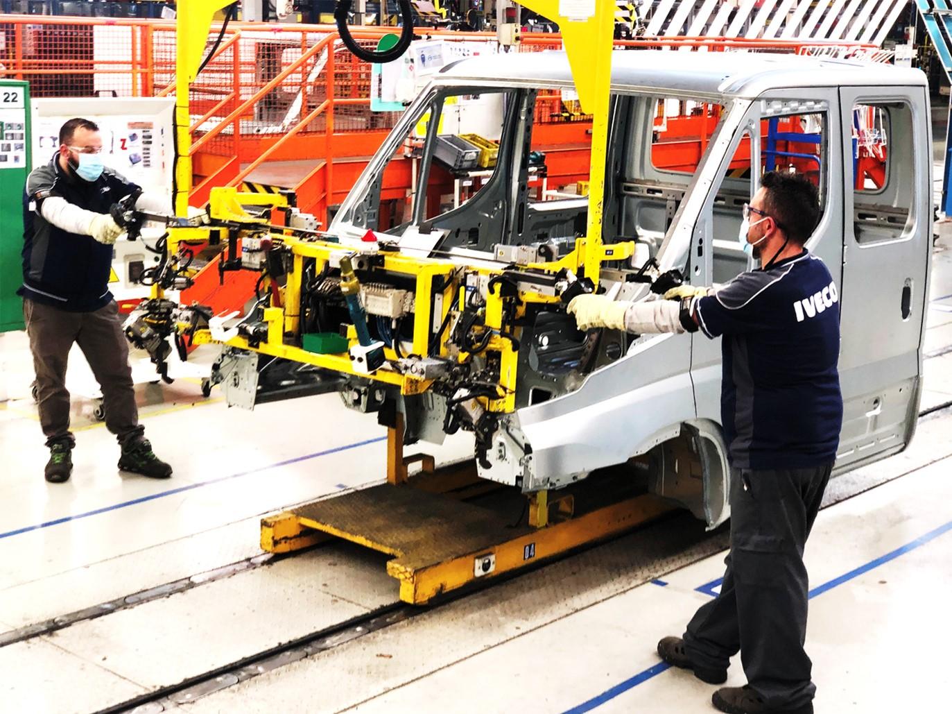 IVECO възобновява производството в Италия и Испания