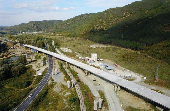 Изграждането на платното за София при тунел Железница е на финала