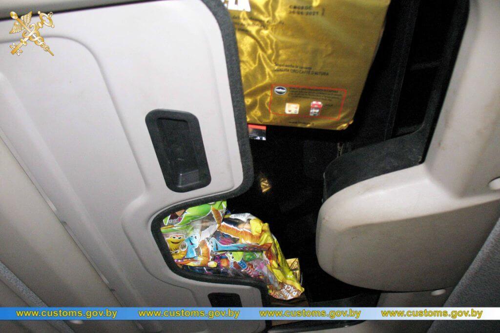 Конфискуват камиони заради недекларирани сладкиши и кафе