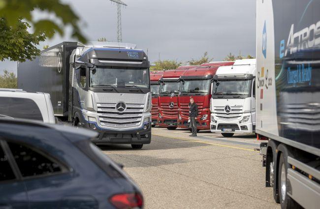 Видео - Първа среща с Mercedes-Benz GEN H2 Truck