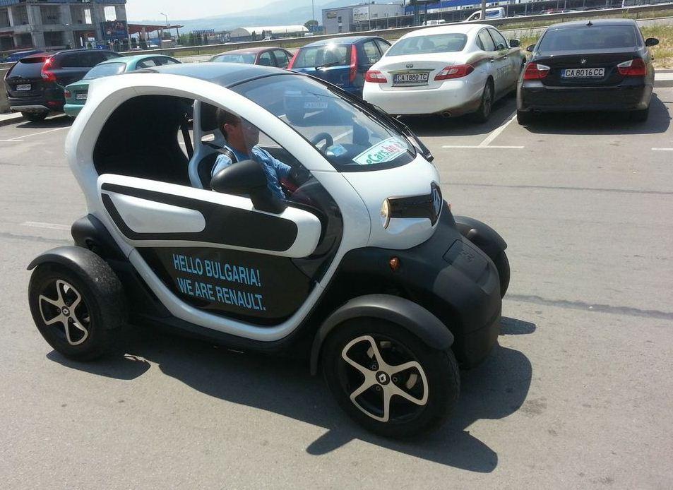 Над 200 тестваха  Renault Twizy на Автосалон София 2013