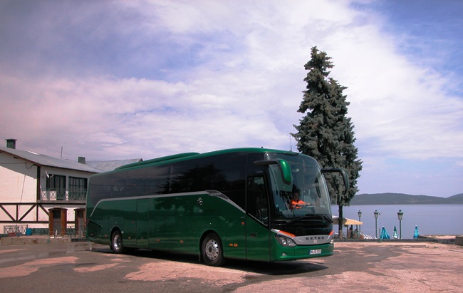 С новия Setra S 515 HD из България